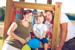 Rodinná fotografie otce, matky a syna