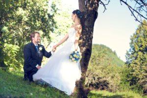 Ženich žádá nevěstu o ruku